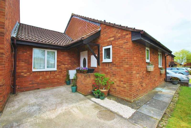 2 Bedrooms Bungalow for sale in Kylross Avenue, Whitchurch