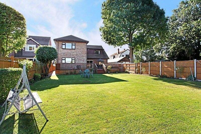 5 Bedrooms Detached House for sale in Ouseley Road, Wraysbury, TW19