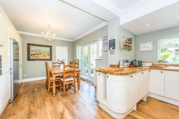 4 Bedrooms Bungalow for sale in Godalming, Surrey