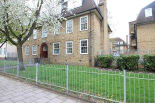 2 Bedrooms Flat for sale in Dunfield Road, London