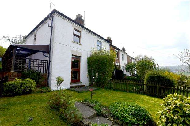 2 Bedrooms Terraced House for sale in Bath Road, Stroud, Gloucestershire, GL5 3LL