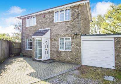 3 Bedrooms Detached House for sale in Throop, Bournemouth, Dorset