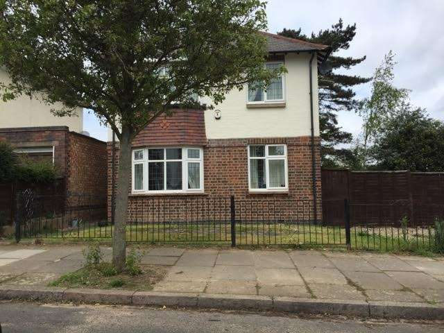 3 Bedrooms Detached House for sale in Letchworth Road, Western Park, Leicester. LE3