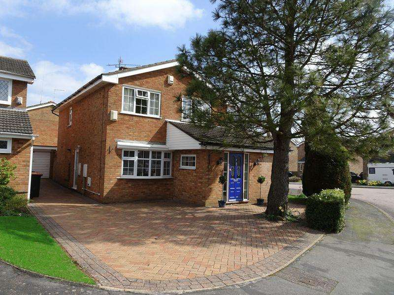 3 Bedrooms Detached House for sale in Extended Detached Home, Kensworth