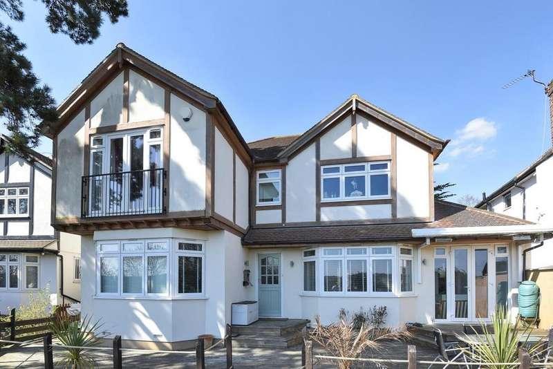 5 Bedrooms Detached House for sale in Harvest Bank Road, West Wickham