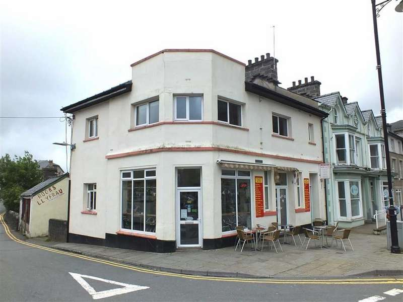 End Of Terrace House for rent in Ground Floor Cafe, Britannic Chambers, Blaenau Ffestiniog, Gwynedd