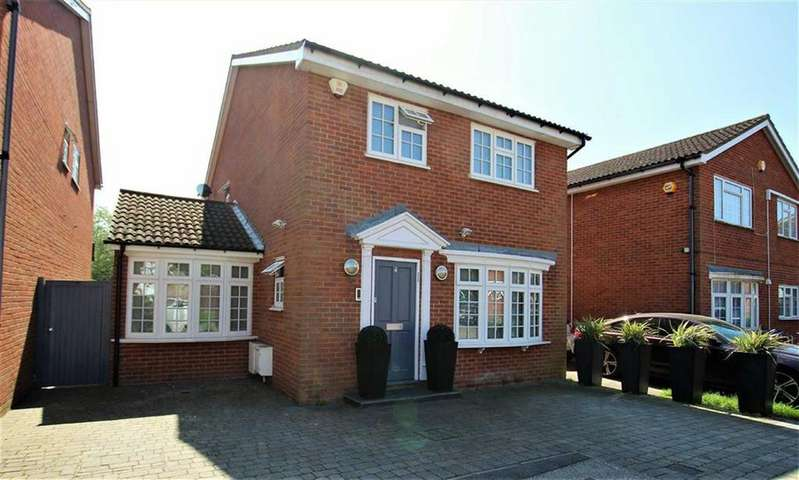 4 Bedrooms Detached House for sale in Sandbrook Close, Mill Hill, London