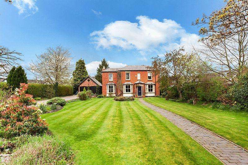 4 Bedrooms Detached House for sale in Moss Road, Congleton