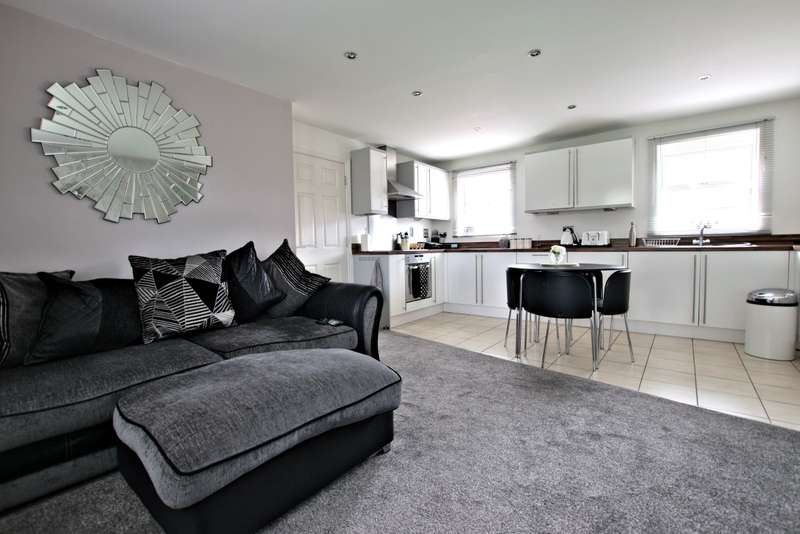 2 Bedrooms Apartment Flat for sale in Cirrus Drive, Shinfield, Reading, RG2