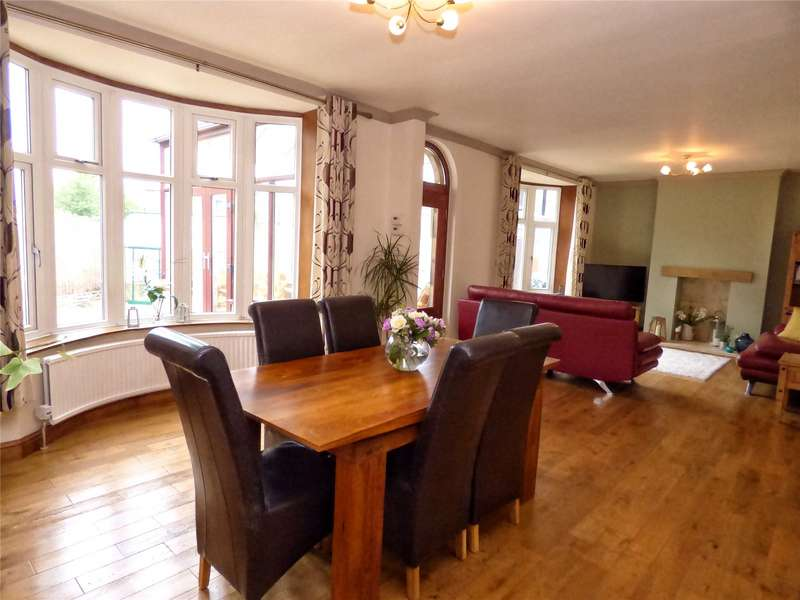 2 Bedrooms Detached Bungalow for sale in Grange Road, Rawtenstall, Rossendale, Lancashire, BB4