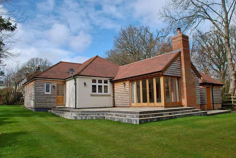 2 Bedrooms Detached Bungalow for sale in Randalls Lane, Burley, Ringwood, BH24