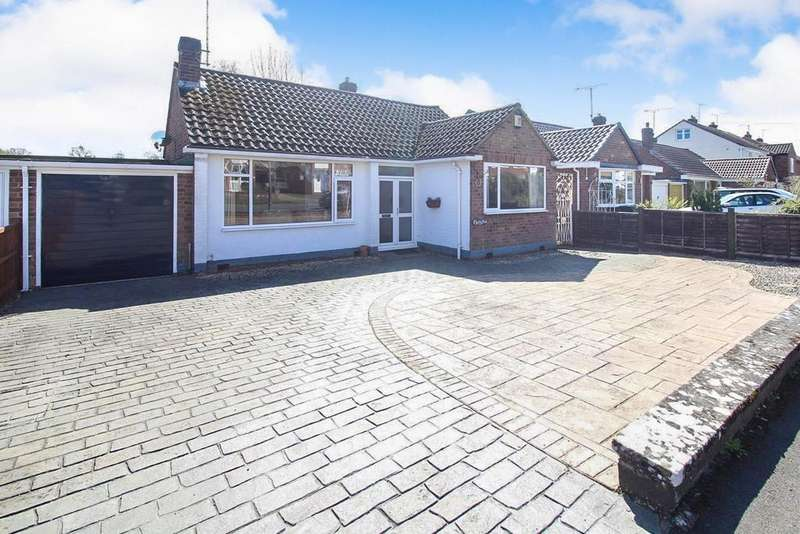 3 Bedrooms Semi Detached Bungalow for sale in Thornby Avenue, Kenilworth