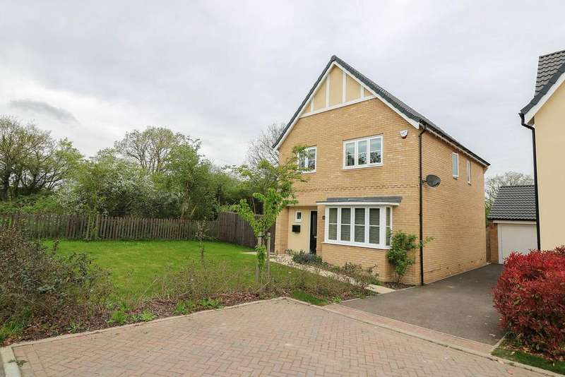 4 Bedrooms Detached House for sale in Oak Crescent , Wickford SS11