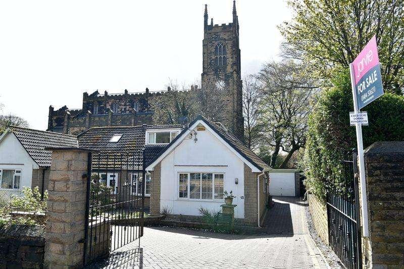 4 Bedrooms Semi Detached Bungalow for sale in Mountjoy Road, Edgerton, HD1