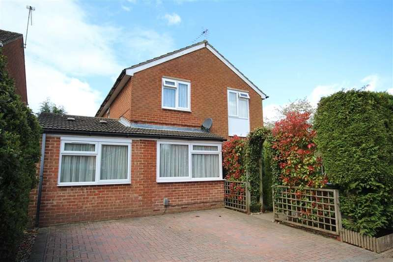 5 Bedrooms Detached House for sale in Hurst Park Road, Twyford, Reading, RG10