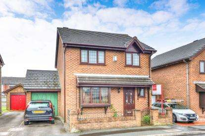 3 Bedrooms Detached House for sale in Oakwood Close, Harle Syke, Burnley, Lancashire