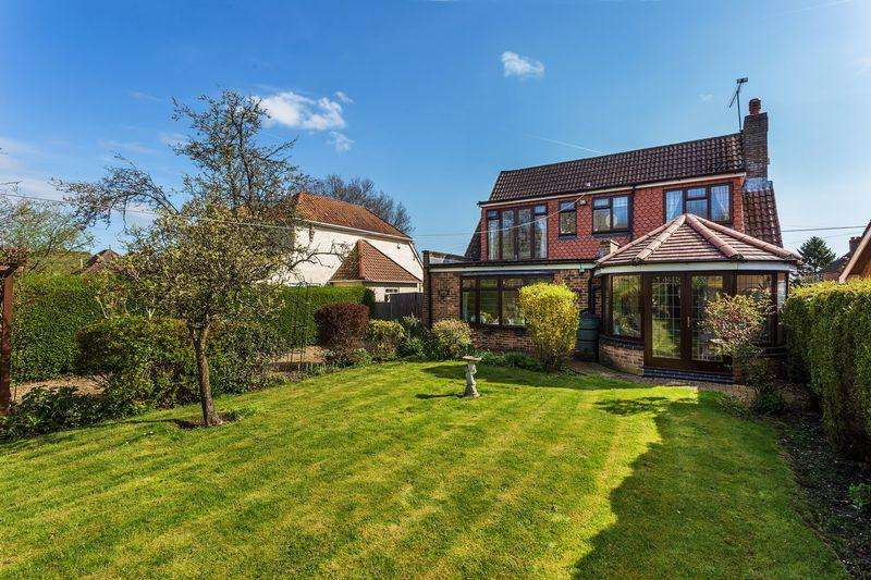 4 Bedrooms Detached House for sale in White Lane, Ash Green