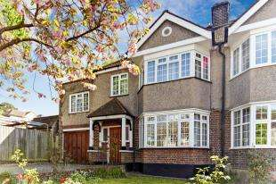 4 Bedrooms Semi Detached House for sale in Oaklands Avenue, West Wickham, Kent, .