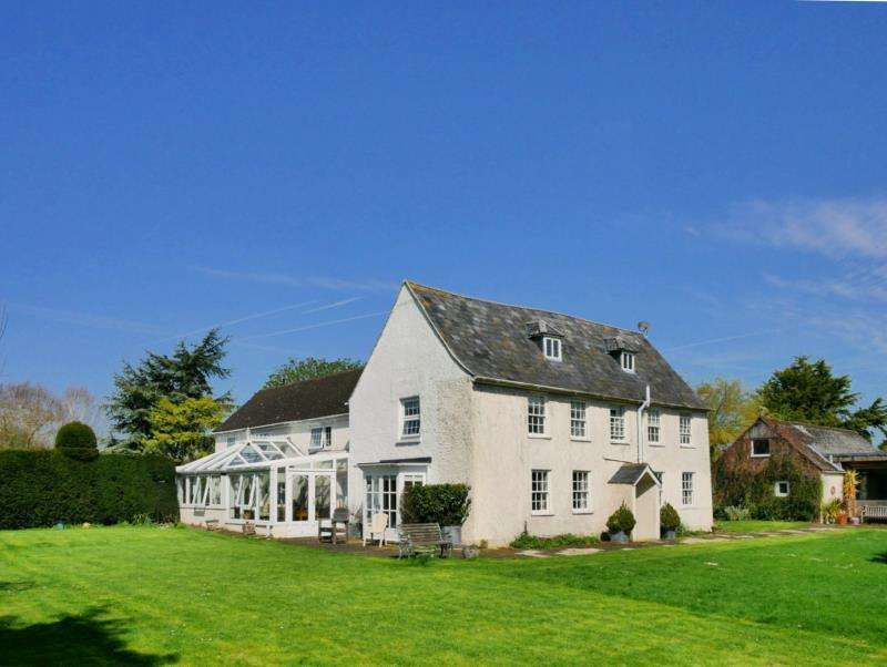 5 Bedrooms Detached House for rent in Purton Road, CRICKLADE