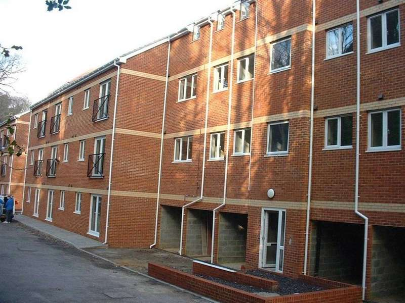 3 Bedrooms Flat for rent in The Larches, Hampden Close, St Leonards On Sea, East Sussex, TN37 6GB