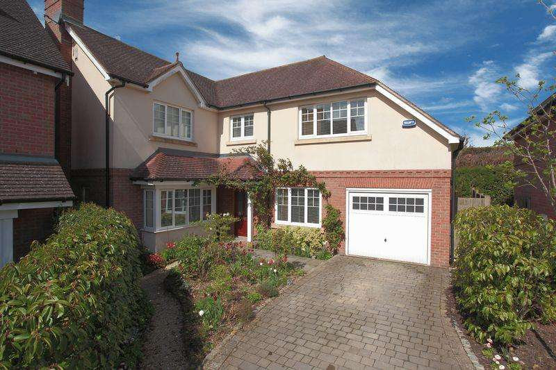 4 Bedrooms Detached House for sale in Coombe Edge, Crowborough, East Sussex