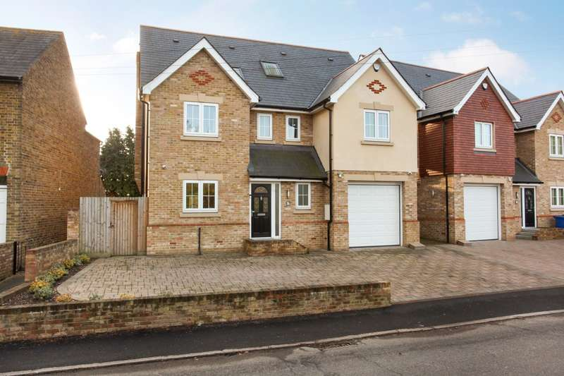 5 Bedrooms Detached House for sale in Station Road, Wraysbury, TW19