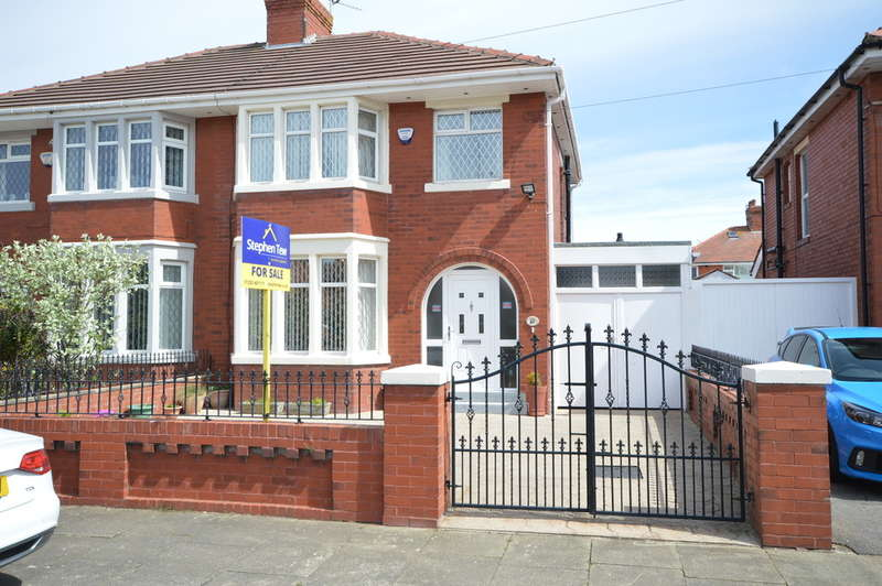 3 Bedrooms Semi Detached House for sale in Longridge Avenue, South Shore