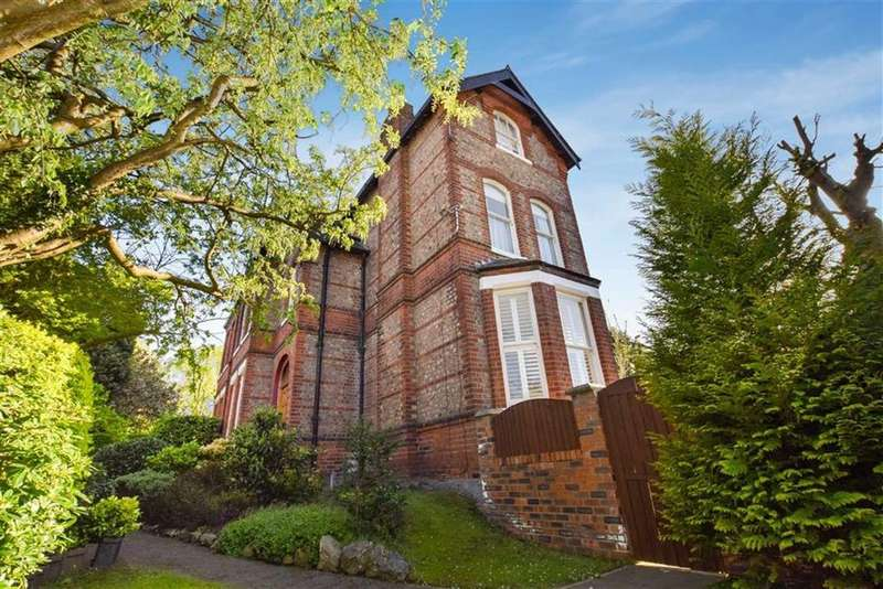 5 Bedrooms Semi Detached House for sale in Victoria Road, Urmston, M41