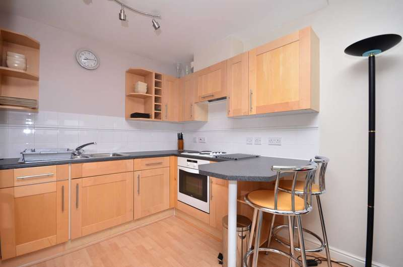 2 Bedrooms Flat for sale in Fishguard Way, Docklands, E16