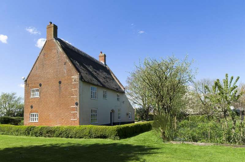 3 Bedrooms Farm House Character Property for sale in Stokesby, Norfolk