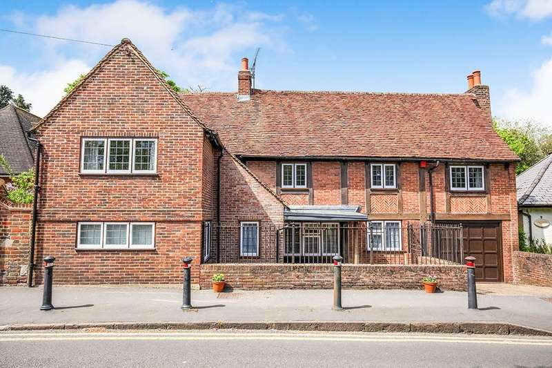 4 Bedrooms Detached House for sale in Church Road, Shepperton, TW17