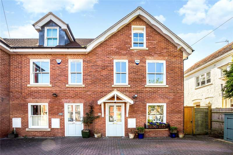 4 Bedrooms Mews House for sale in Victoria Road, Wargrave, Reading, Berkshire, RG10