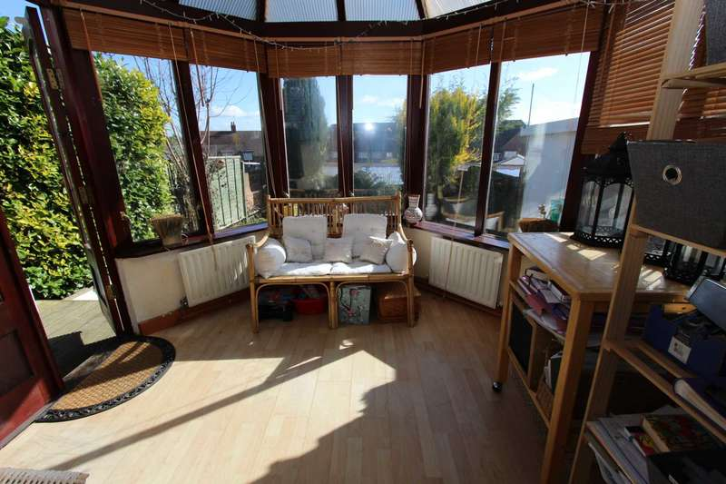 3 Bedrooms Terraced House for sale in Truro Road, Gravesend