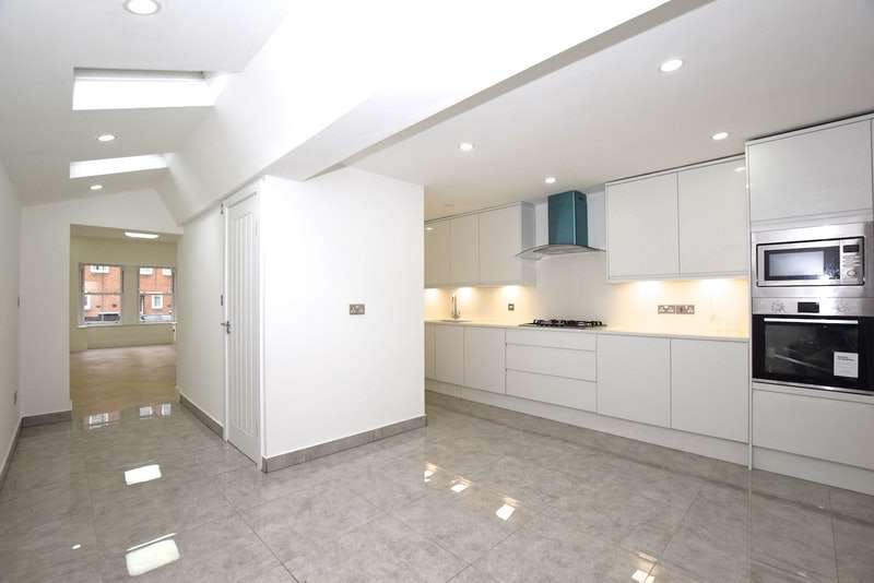 5 Bedrooms Terraced House for sale in Ashenden Road, London, London, E5