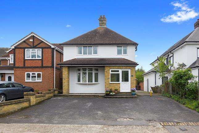 4 Bedrooms Detached House for sale in Galleywood Road, Chelmsford, Essex, CM2 8BU