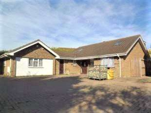 5 Bedrooms Detached Bungalow for sale in Brompton Lane, Rochester, Kent, ME2