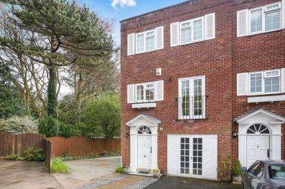 3 Bedrooms End Of Terrace House for sale in Castlegate Mews, Prestbury, Cheshire, Uk