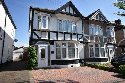 3 Bedrooms Semi Detached House for sale in Ilford, Essex