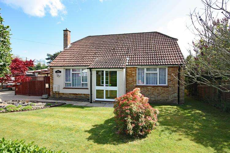 3 Bedrooms Chalet House for sale in Portmore, Lymington SO41