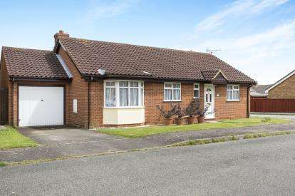 3 Bedrooms Bungalow for sale in Upwell, Norfolk
