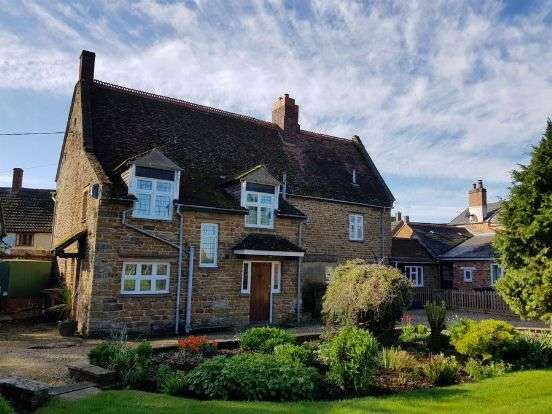 4 Bedrooms Detached House for sale in The Green, Whilton, Northampton NN11 2NU