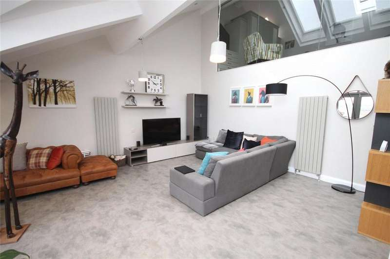 2 Bedrooms Flat for rent in Middle Warehouse, Castle Quay, Manchester, Greater Manchester, M15