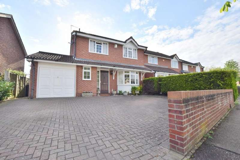 4 Bedrooms Detached House for sale in Mountbatten Drive, Colchester