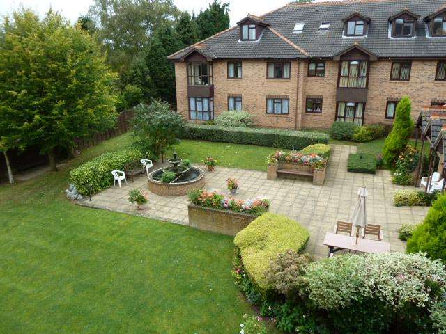 2 Bedrooms Retirement Property for sale in ST CHRISTOPHERS GARDENS, ASCOT SL5
