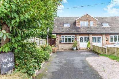 3 Bedrooms Semi Detached House for sale in Glazebrook Lane, Glazebrook, Warrington, Cheshire