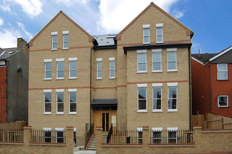 2 Bedrooms Flat for sale in Knollys Road, Streatham, SW16