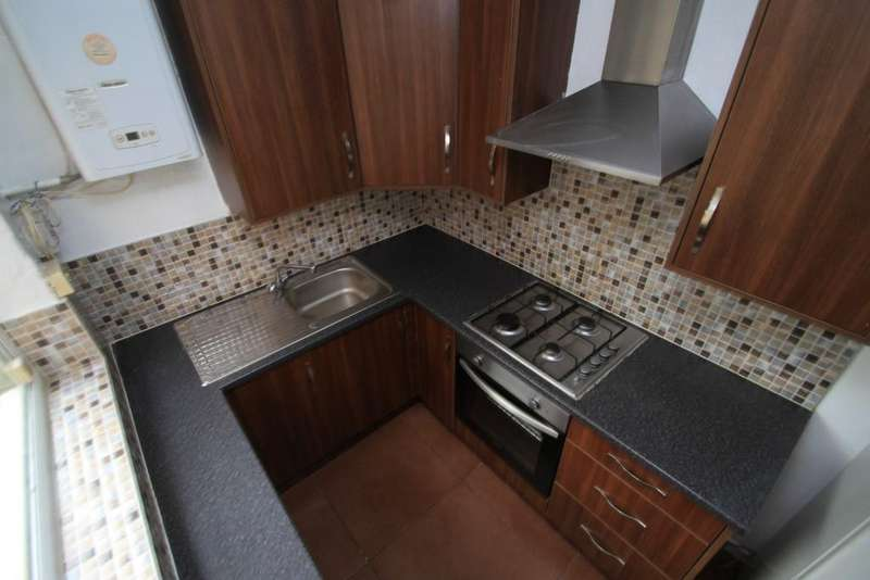 2 Bedrooms Terraced House for sale in Cranmer Street, Leicester