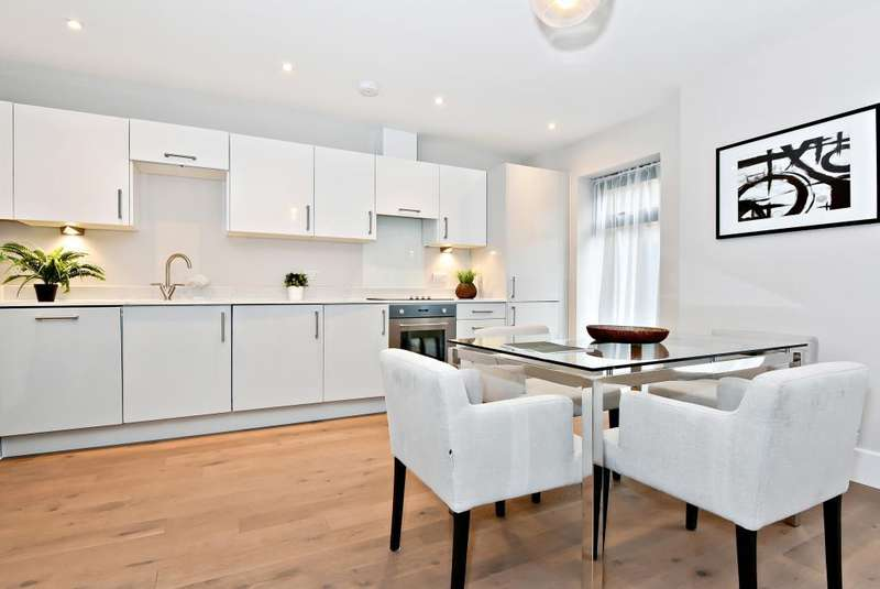 2 Bedrooms Flat for sale in Blake House, Slough, SL1