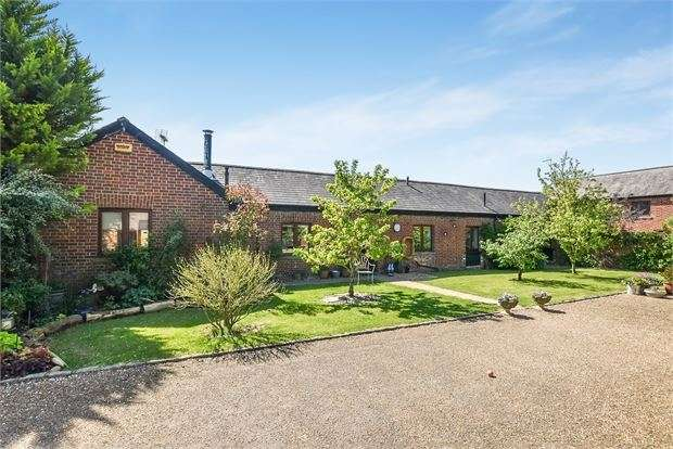 4 Bedrooms Barn Conversion Character Property for sale in Waterloo Farm Barns, Leighton Road, Wing, Buckinghamshire. LU7 0PW