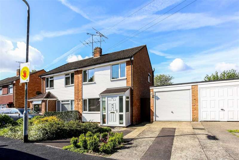 3 Bedrooms Semi Detached House for sale in Cheviot Road, Little Sandhurst
